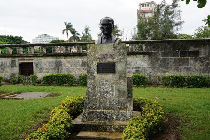 Mustafa Kemal Atatürk - Küba Heykeli